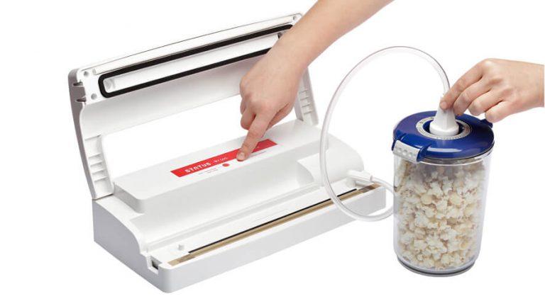 Vakuumiranje posode z belim aparatom BV500.