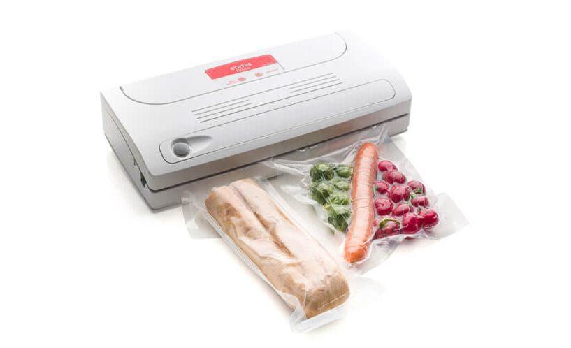 Vakuumski aparat FV500 z zavakuumiranim kruhom in zelenjavo.
