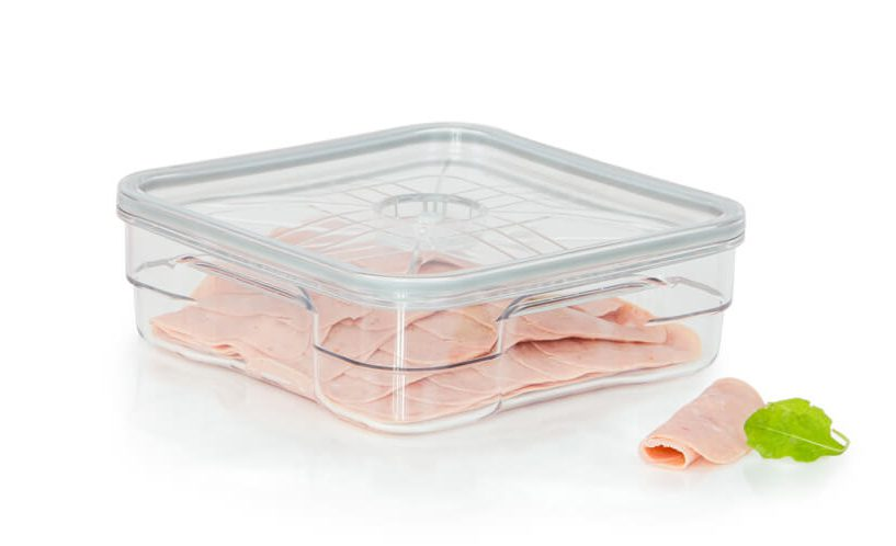 2-litrska vakuumska posoda gastro v kateri je shranjena salama za pico