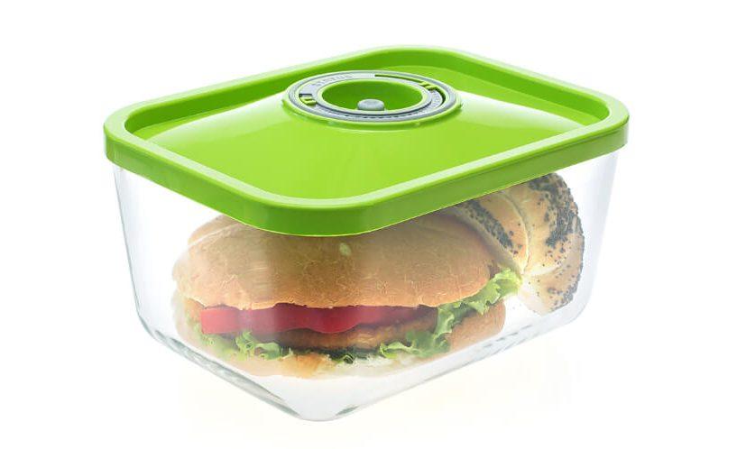 Steklena vakuumska posoda z zeleni pokrovom, v posodi sendvič.