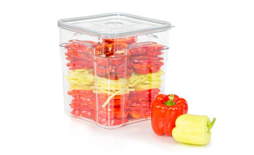 8-litrska profesionalna vakuumska posoda v kateri je shranjena paprika.