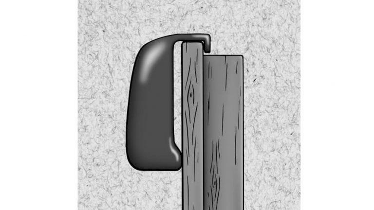 Skica zataknjenega obešalnika na vratih.