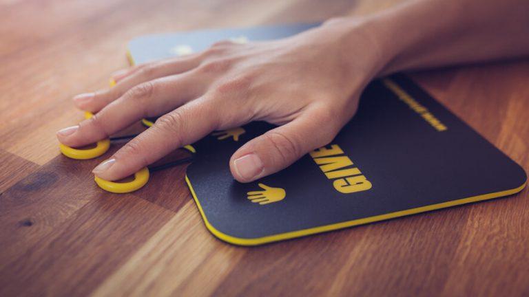 Razgibavanje dlani in prstov z aktivno podlogo za miško