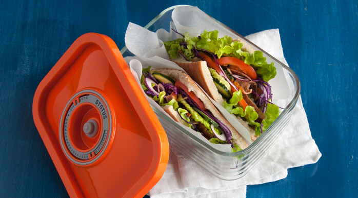 sendvič v stekleni vakuumski posodi
