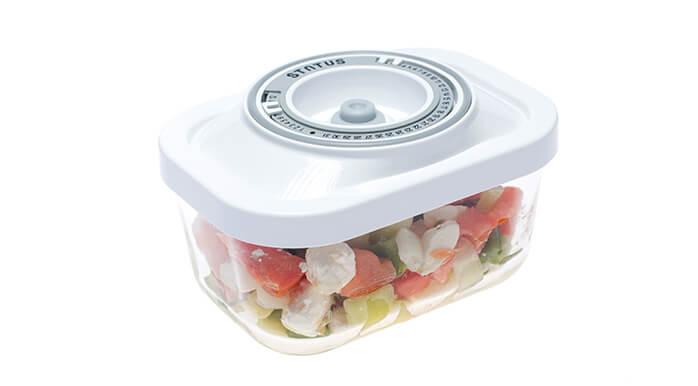 Solata v 0,5 l stekleni vakuumski posodi bo primerna za prilogo h glavni jedi.